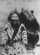 330px-One_Ainu_man_and_bear.JPG