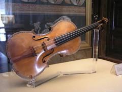 375px-PalacioReal_Stradivarius1.jpg
