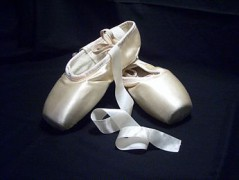 345px-Pointe_shoes_2.jpg