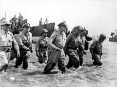 450px-Douglas_MacArthur_lands_Leyte1.jpg