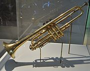 180px-Selmer_Trumpet_given_by_King_George_V_to_Louis_Armstrong